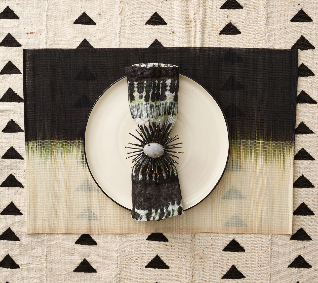 Kim Seybert Placemat OMBRE PLACEMAT IN IVORY & BLACK-Sold Sets of 4